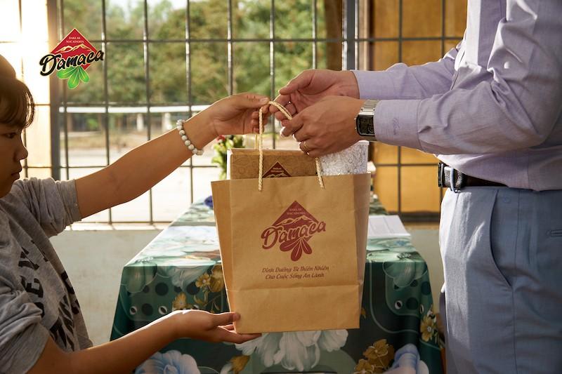 Mua quà gì tặng thầy cô giáo nhân ngày 20-11 tri ân thầy cô ý nghĩa & tiết kiệm - Damaca.vn